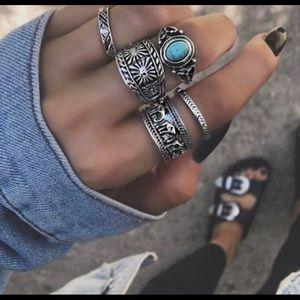 Jewelry - Woman's 5 piece ring set